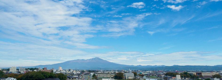 秋空と鳥海山